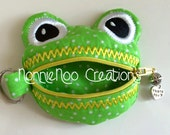 ITH Frog zippered purse for the 4x4 hoop in pes, dst, hus, exp, jef, vip, vp3, and xxx