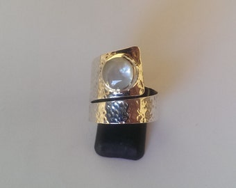 Handmade Solid 925 Sterling silver and mother of pearl ring.