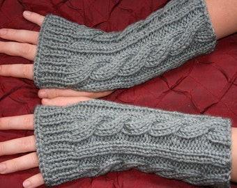Kate's Cable-Knit Fingerless Gloves in Silver Grey / Fingerless Mitt / Wrist Warmer/ Arm Warmer