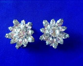 169} Weiss Flower Clip on Earrings