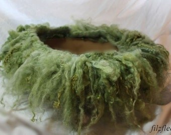 Wolllockenschal/fringe felted green Newbornfotografie