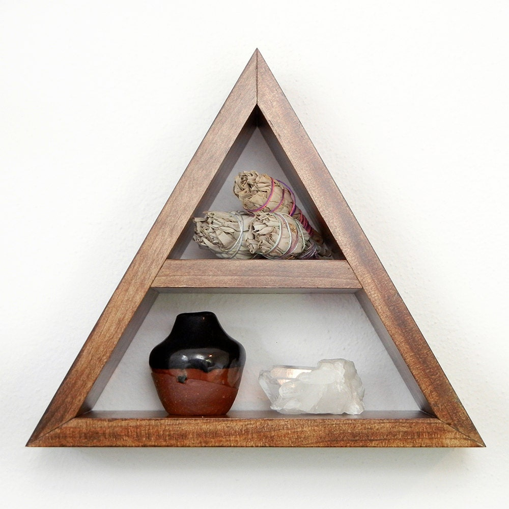 Triangle pyramid shelf - Triangular bookshelf ...