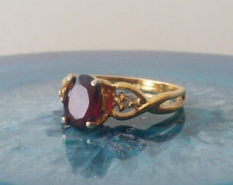 Vintage Garnet Gemstone Ring 14K HGE Size 7 Tiny diamonds