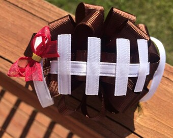 Football Fanatic Hair bow for your little Cheerleader! All NFL, College, or choose a color. Loopy hair bow. Customize to your favorite team