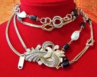 Collana lunga, dorata, con cristalli, Luciana Bijoux.