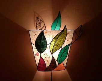 Sconce lamp with leaves