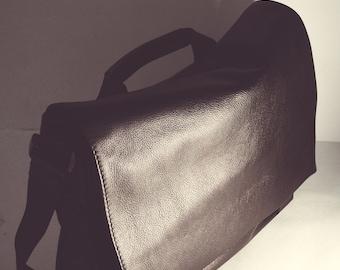 Black Men's Messenger bag.  Business Brief bag.  men's shoulder Bag. Leather messenger bag. Men's bag. Laptop bag. Bag for work.