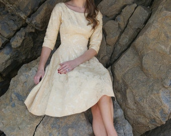 "Vintage 1950's Gold Buttercream Rose Brocade Dress Size XS W-24"""