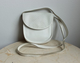 Small White Leather Pouch Purse, Weaved Leather detail, Vintage