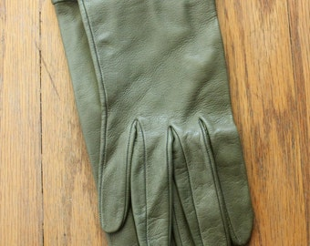 Vintage 60's Avocado Green Leather Gloves