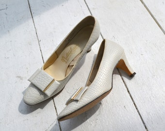 1960s Naturalizer Pearly White Heels, Size 8AAA