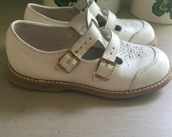 Vintage girls leather mary janes size 8-1/2 white
