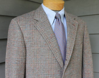 vintage 1980's -Hertling- Men's Tweed sport coat. 3/2 roll - Sack - Natural shoulder. Prince of Wales plaid w/ color flecks. 40 Regular