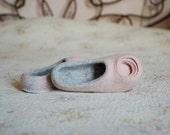 Romantic Women Felted Slippers luxury Woolen House Shoes Grey & Shell Circles Flower decor Ranunculus