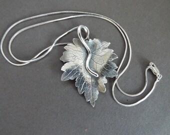 sterling silver etched 3D Maple  leaf pendant necklace