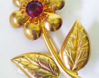 Vintage Mid Century  Large Gold Tone Flower Brooch With Red Stone Middle