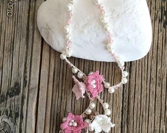 Bridal Lariat Necklace, Wedding Pink Necklace, Flower Crochet Necklace, Pearl Statement Necklace, Crochet Jewelry, Beadwork, ReddApple