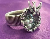 RING: Beautiful Birds Nest Cabochon Silver Stretch Ring