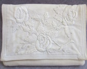 White 100% Linen Embroidered Clutch Grandma's Vintage Purse Collection Excellent Condition