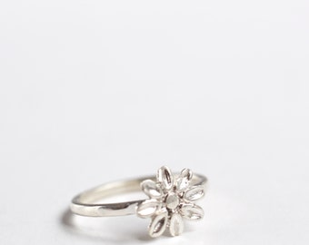 Flower Ring Silver - Daisy Flower Ring - Flower Jewelry Floral - Spring Jewelry Summer - Gift for her - Silver Daisy Ring Flower - kornelia