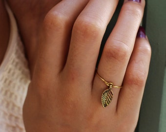 Leaf Charm Midi or Regular Ring - gold only