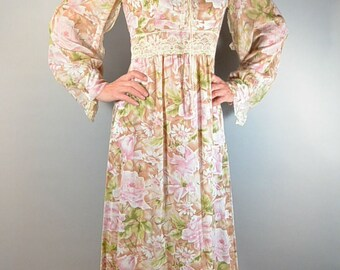 Long Flower Print Hippy Dress// 70s Maxi Flower Power Dress// 70s Festival Dress