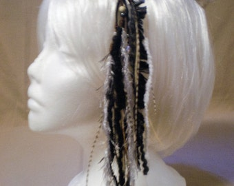 Black/White Short Feather Hair Clip