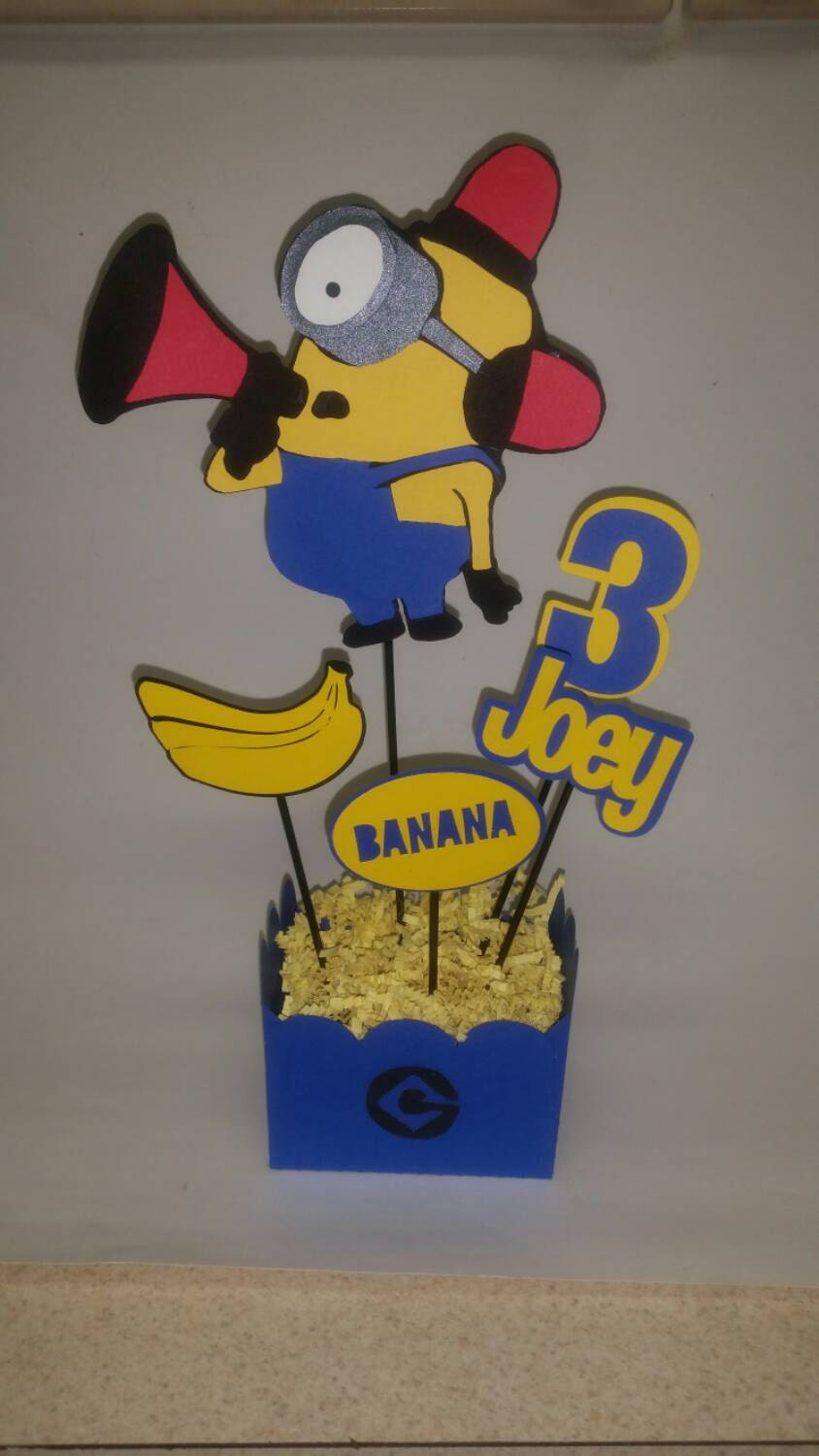 Minion birthday party centerpieces minion by for Decoration minion