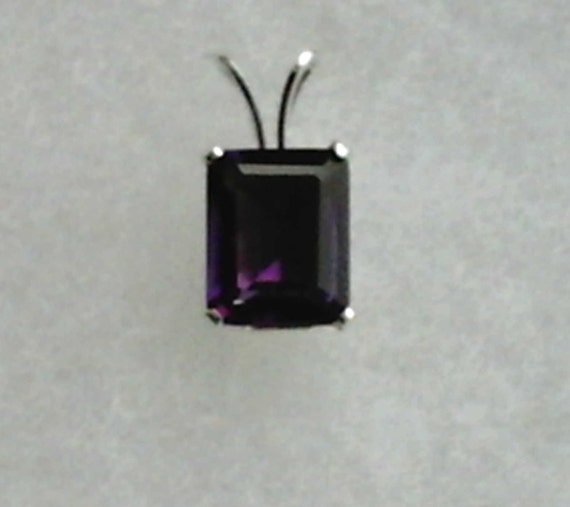 Purple Amethyst Gemstone in 925 Sterling Silver Pendant