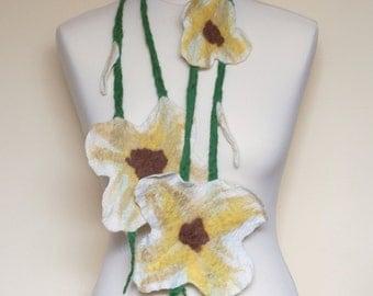 Scarf felt flowers, felted flower scarf, handmade collar, white shawl, wedding ornament, bridal necklace, woman's scarf, felt floral scarf