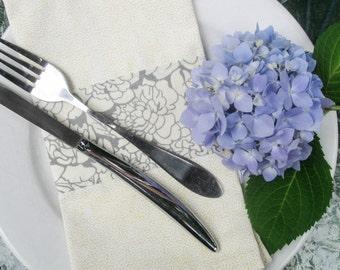Dinner Napkins, Cotton Cloth  Napkins, Floral Cloth Napkins, Set of 4 cloth napkins, Housewarming gift, Wedding Gift, hostess gift