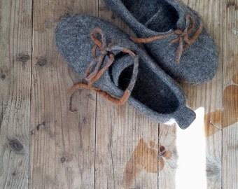 Women's felted slippers home shoes Vegan footwear Custom slippers in natural grey Wool shoes handmade
