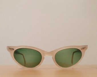Vintage Cateye Sunglasses- Universal Glasses Frames, NOS or New Old Stock, True Vintage, 1960s Cateye Sunglasses