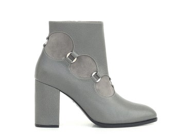 Rings-embellished grey leather and suede ankle boots (36 EU size, narrow width)
