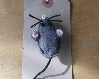 Felt mouse brooch