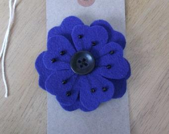Felt flower brooch blue