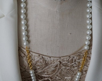 Classy but Modern Shell Pearl Necklace Set