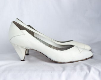 1980s white pumps SIZE 7 1/2 M