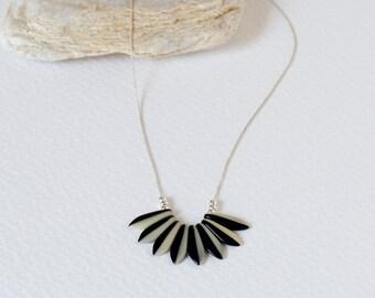 Necklace black/cream daggers