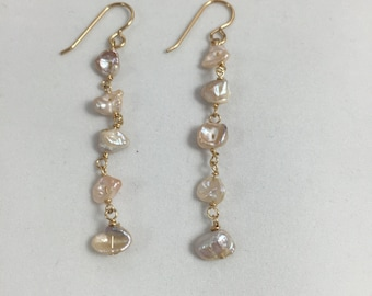 Freshwater pearl earrings. Dangle earrings.