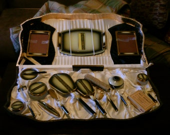 Large Art Deco Dressing table set! Price reduced to 220.00 was 250.00!
