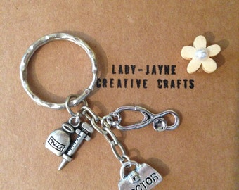 Unique handmade doctor themed keyring. A great gifts for a GP or general doctor. Keyring contains doctors bag, stethascope and needle.