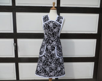 Retro Apron with Black and White Pattern