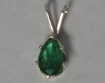 Natural emerald sterling silver 925 pendant