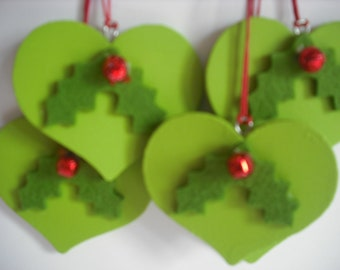 Christmas tree decoration, lovely hanging heart, holly green, with a holly berry embellishment....will look beautiful on any Christmas tree