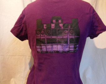 Shirt in purple with sound system