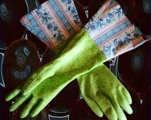 SUMMER 2016.Exklusiver Gartenhandschuh.VINTAGE fabric cuff from traditional, Bavarian fabric from nadelöhr25.