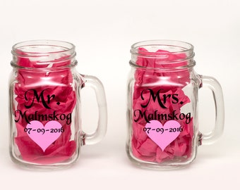 Mr and Mrs toasting glasses with heart - personalized mason jar glasses - bride and groom glasses - wedding toast - bridal shower - one pair