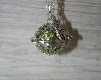 Bola's pregnancy, Saltire or pregnancy necklace, small cage with wings and Jingle Bell