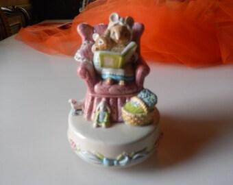 JAPAN OTAGIRI MUSIC Box with Mother Bunny and Baby Bunny